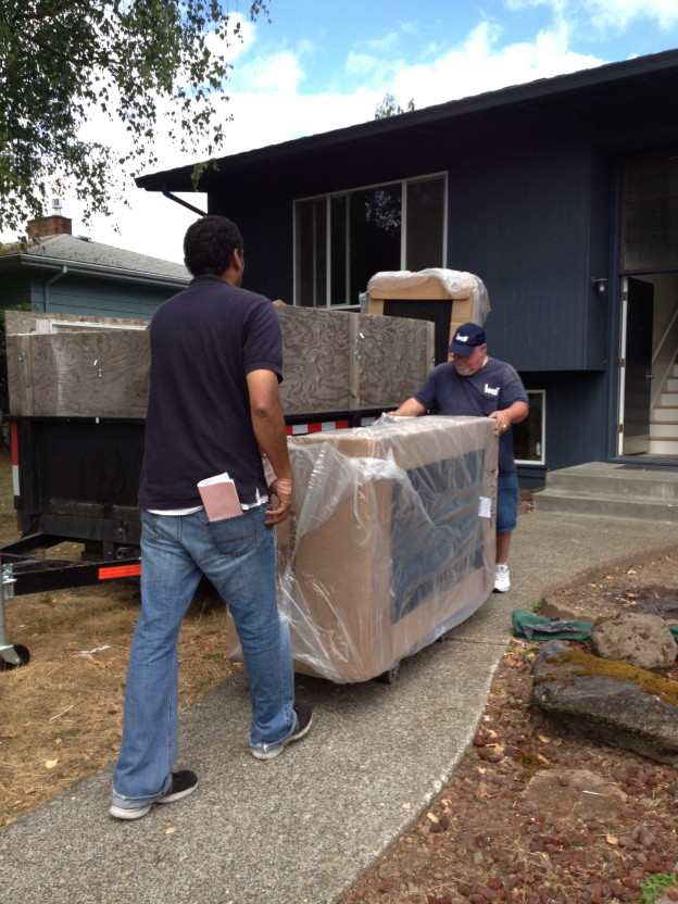 professional movers move in and out